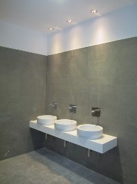 Installazione illuminazione a faretti nella zona lava mani e installazione di rubinetti elettrici.