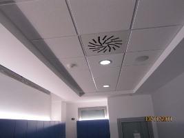 Illuminazione a soffitto del locale spogliatoi